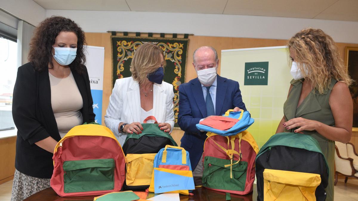 Diputación y Fundación 'La Caixa' entregan material escolar a 21.000 menores en situación vulnerable