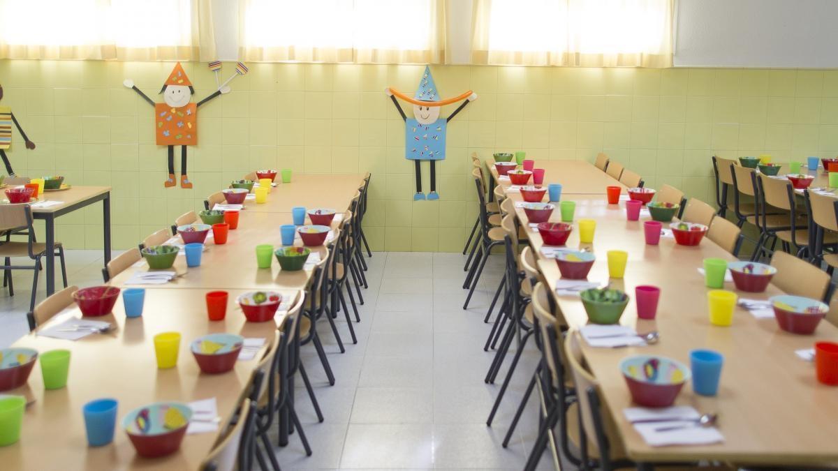 El Gobierno invierte 300.000 euros para ampliar las ayudas al servicio de comedor escolar al inicio y final de curso