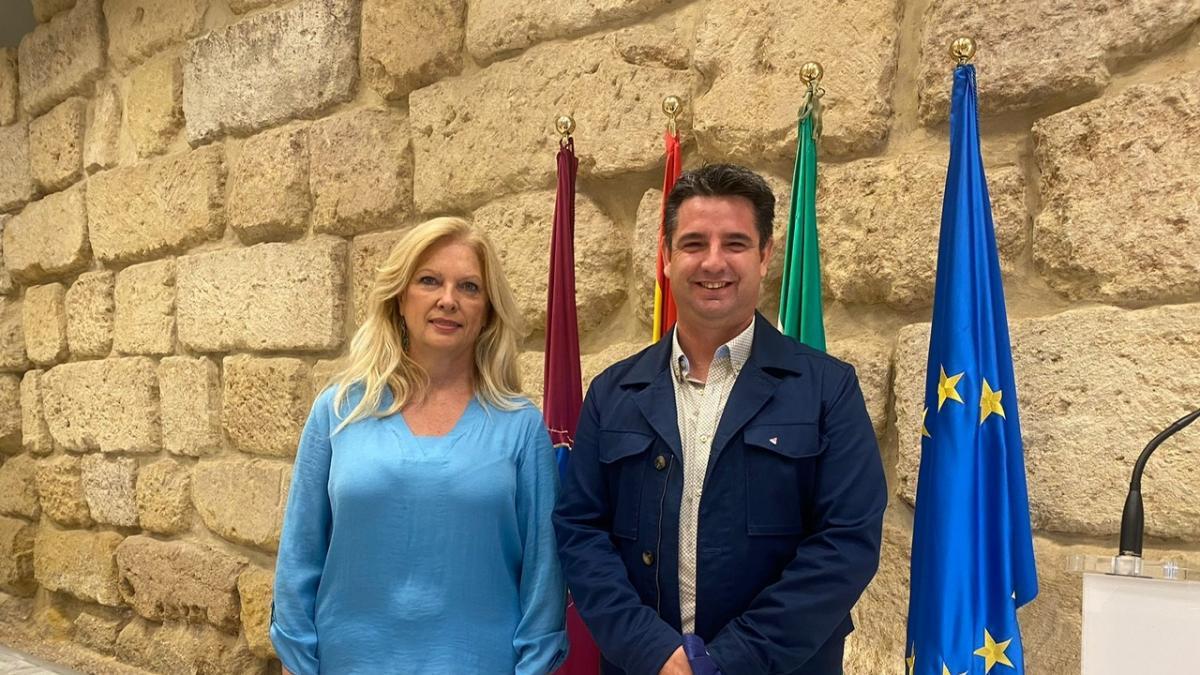 IU y Podemos piden la comparecencia de la concejal de Turismo en el Pleno