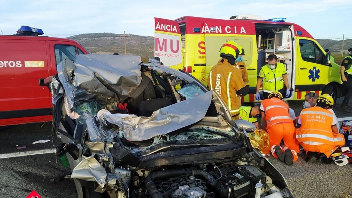 Sucesos.- Un accidente entre varios vehículos y un camión deja un herido grave en Villena