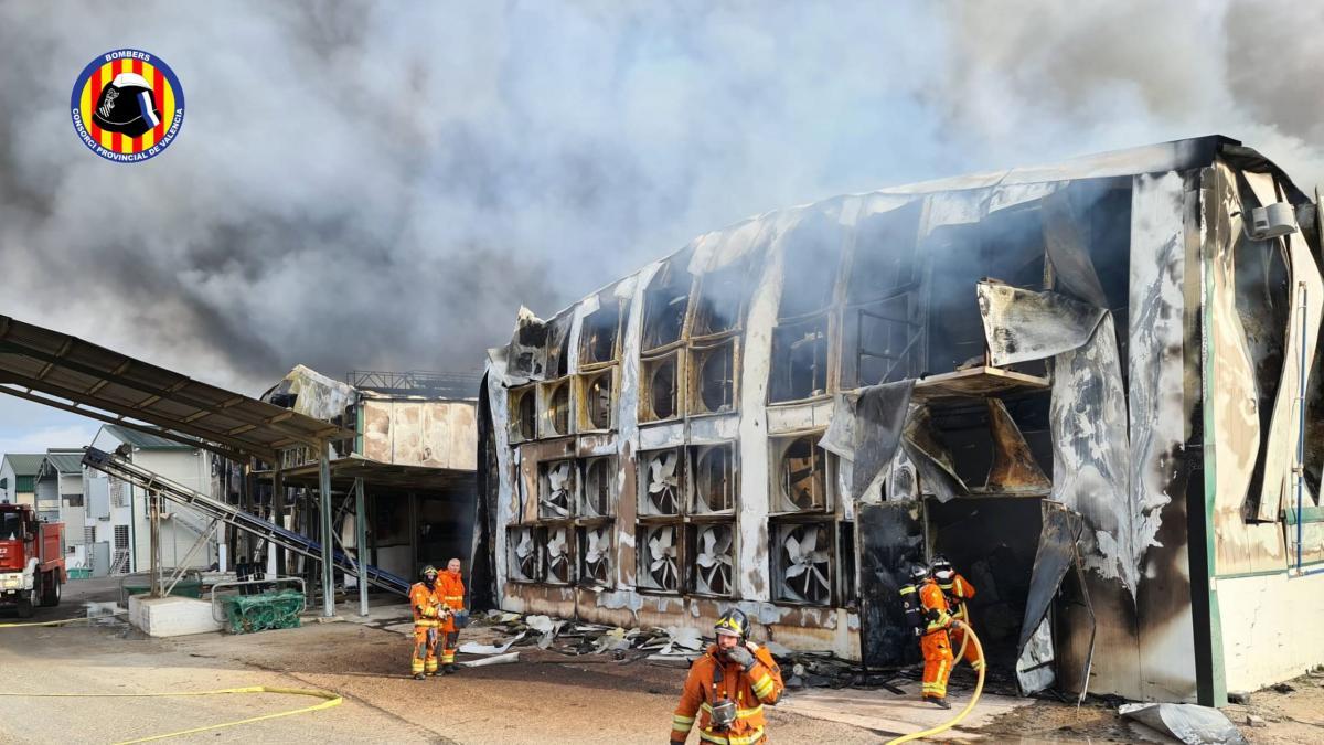 Sucesos.- Arde una granja avícola en Sinarcas