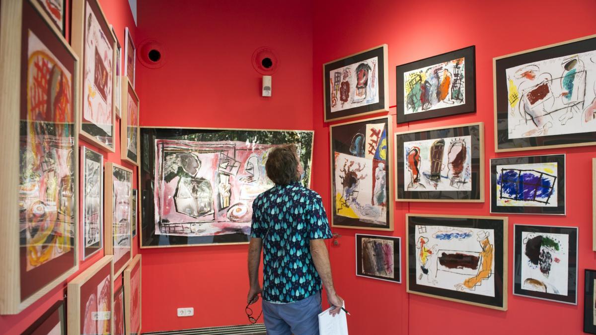 """Una exposición en el MuVIM repasa la """"magia creativa"""" de Uiso Alemany"""
