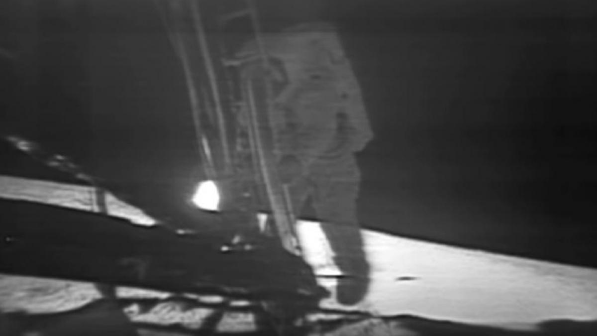 """Vídeo: """"Un pequeño paso para el hombre"""", Armstrong pisa la Luna"""