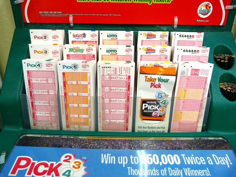 Un vendedor de lotería gana el premio por casualidad tras quedarse con el boleto que no había vendido